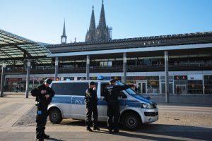 Pareigūnai: Diuseldorfo stotyje su kirviu siautėjęs užpuolikas tikėjosi būti nušautas