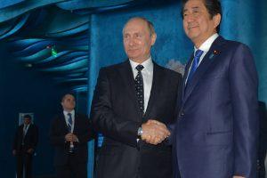 Japonijos premjeras ragino V. Putiną pradėti naują santykių erą