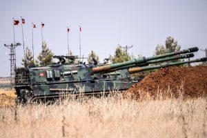 Daugiau turkų tankų įvažiavo į Siriją ties naujuoju frontu