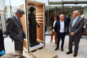 Paryžiuje iš meno kūrinių mugės pavogta juvelyrikos už 200 tūkst. eurų