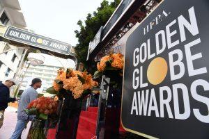 """Holivudo vakarėlių sezonas prasideda """"Auksinių gaublių"""" įteikimo ceremonija"""