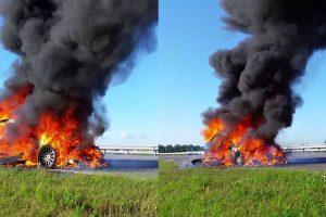 Pakelėje šalia Klaipėdos sudegė BMW
