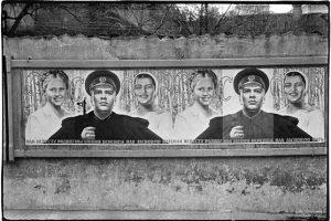 Fotomenininką suintrigavę plakatai inspiravo parodą