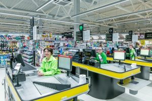 Per šventes IKI parduotuvių darbuotojams talkins ir administracija