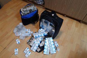 Tranzitu per Lietuvą vykusi rusė vežėsi kontrabandinių rūkalų