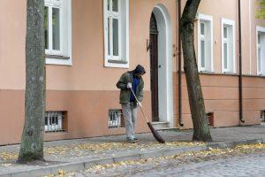 Įtariama, kad bedarbiai už kyšius galėjo būti atleisti nuo viešųjų darbų