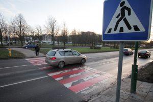Panevėžyje sužalotas staiga į pėsčiųjų perėją įvažiavęs dviratininkas