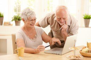 Senjorai kviečiami į smagias popietes su žinomais žmonėmis