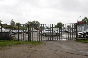 Saugojimo aikštelėse – automobiliai nesaugūs?
