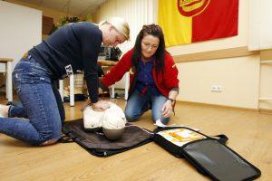 Greitosios medikai: defibriliatorius be žmogaus gebėjimo juo naudotis yra bevertis