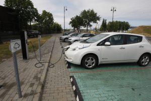Elektromobiliams uostamiestyje – naujos stotelės