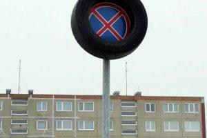 Kelio ženklus nusiaubė vandalai?