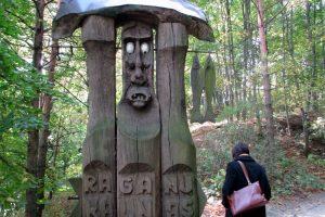 Išleista knyga apie Raganų kalno skulptūras