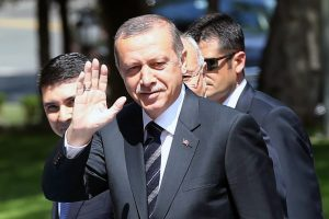 """R. Erdoganas ragina JAV """"nedelsiant"""" panaikinti sprendimą apginkluoti Sirijos kurdus"""