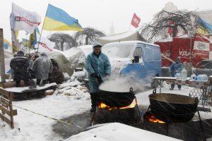 Ukrainos protestuotojus šildo Lietuvos pirmininkavimo ES pirštinės