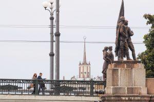 Sovietinės skulptūros ant Žaliojo tilto nebegrįš?