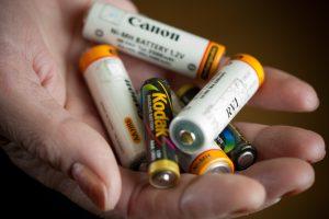 """Per """"Darom"""" bus renkamos baterijų atliekos (galima dalyvauti loterijoje)"""
