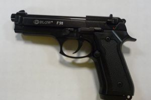 Kaune iš seifo dingo du nelegalūs dujiniai pistoletai