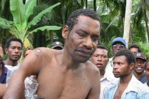 Kanibalų sektos lyderį įtūžusi minia užkapojo ir iškastravo