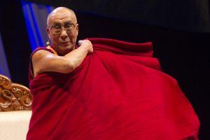 """Dalai Lama: pasiilgsiu mirusio """"mielo draugo"""" Nelsono Mandelos"""