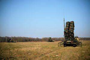 """Generolas: Baltijos šalyse galėtų būti dislokuotos """"Patriot"""" raketų sistemos"""