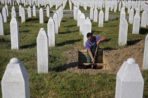 Serbijoje prasideda pirmasis teismo procesas dėl Srebrenicos žudynių