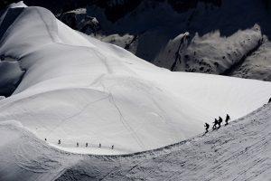 Sniego lavina Monblane pražudė tris alpinistus