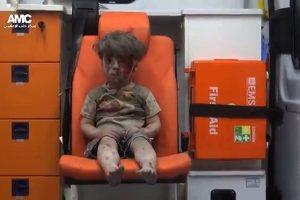 Iš griuvėsių Sirijoje ištrauktas berniukas sujaudino pasaulį