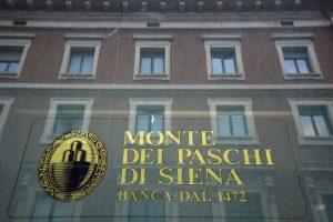 Seniausias bankas pasaulyje parduoda beviltiškų skolų už 28 mlrd. eurų
