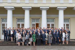Lietuvos ambasadoriams prezidentė linki išeiti iš kabinetų