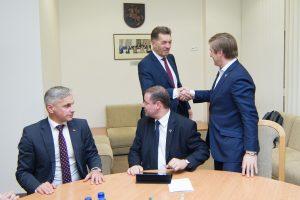 """Socialdemokratai ir """"valstiečiai"""" trečiadienį pasirašys koalicijos sutartį"""