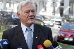 V. Adamkus: gyvenau pusbadžiu, bet buvau greičiausias Lietuvos žmogus