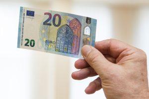 Pareigūnas atsisakė 20 eurų kyšio