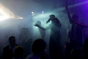 Nepilnamečiams naktinių klubų durys plačiai atvertos