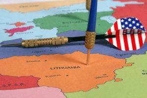 Daugiau amerikiečių draugiška šalimi laiko Lietuvą nei Latviją ir Estiją
