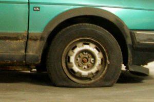 Eksperimentas: kaip automobilis manevruoja su pripūstomis ir nuleistomis padangomis