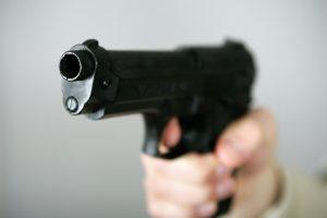 Mašiną apšaudęs vairuotojas pats pasidavė policijai