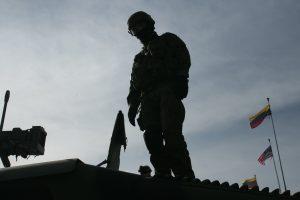 Skandalas: Lietuvai dovanoti vertingi JAV ginklai pigiai parduoti privatiems asmenims