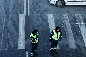 Neįtikėtina: pėsčiasis policiją bandė papirkti vitaminais