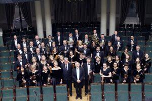 Uždangą praskleidus: jubiliejiniai Kauno simfoninio orkestro šiokiadieniai