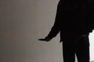 Televizoriaus garsu nepatenkintas šiaulietis peiliu sužalojo nuomininką