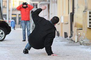 Juodasis šeštadienis: traumų slidžiose Kauno gatvėse skaičius muša rekordus