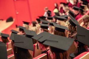 Studentų sąjunga: prekyba rašto darbais klesti, o kaltųjų nėra