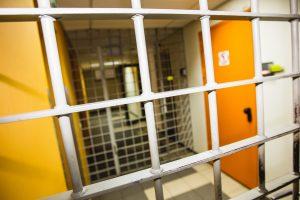 Tauragės areštinėje su gyvenimu atsisveikinti bandė nuteistasis