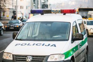 Prie BMW vairo įkliuvo galimai narkotikų vartojęs pasienietis