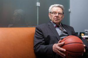 Prezidentė pasveikino krepšinio grandą V. Garastą su jubiliejumi