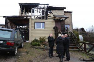 Per gaisrą nukentėjusi šeima sulaukė pagalbos