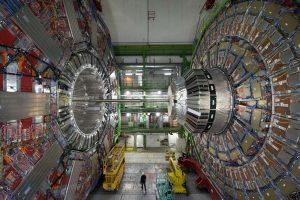 Hadronų greitintuvas vėl pradeda darbą