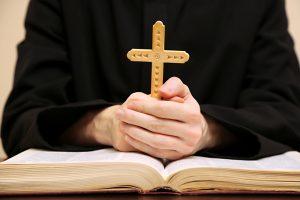 Seksualinę prievartą patyręs kunigas: mūsų visuomenėje trūksta meilės