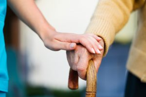 105 m. sukaktį atšventusi senolė: nesileidžiu stumdoma